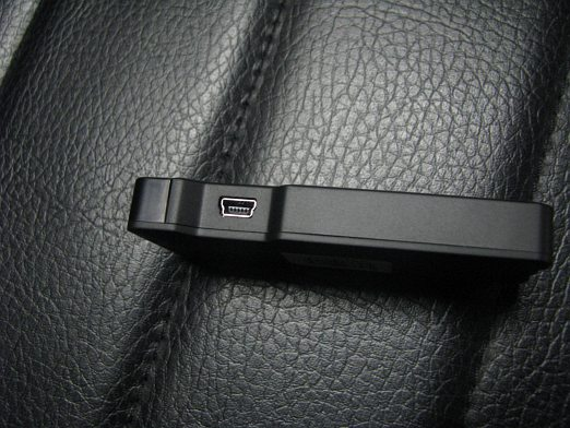 [Image: 4_Mini%20USB%20port%20to%20connect%20the...dapter.jpg]