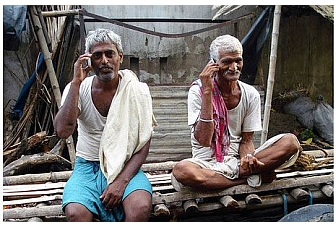 India's mobile subscriber base rises to 929.37 million: TRAI